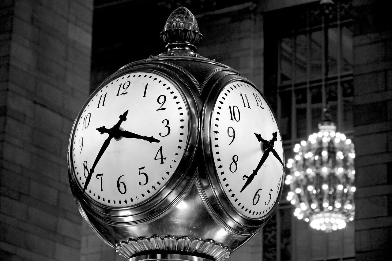 Öffnungszeiten Bild Uhren